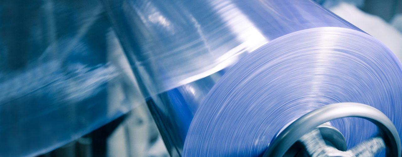 Термоусадочная пленка – надёжный упаковочный материал, который используется в быту и разнообразных промышленных отраслях.